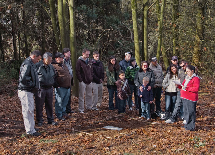 Ceremony to mark Alred's grave